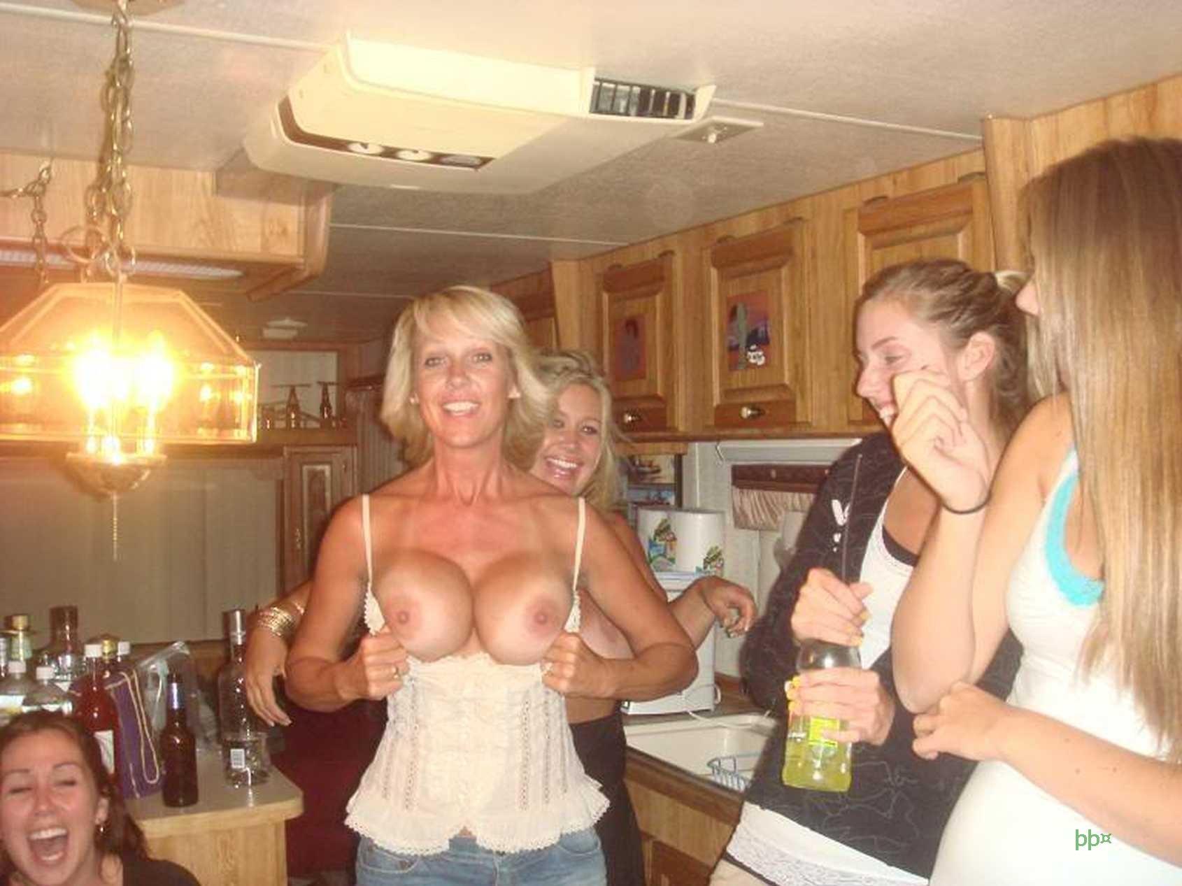 Girls Flash Tits Public